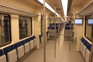 Mehrzwechbereich des von der DB Baureihe 425 abgeleiteten SLT der NS am 08.08.2016 in Den Haag Centraal.