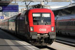Bereitstellung eines Intercitys nach Salzburg am 24.08.2016 in Wien Hauptbahnhof.