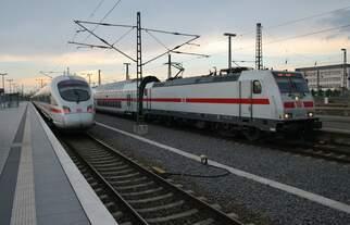 Während 146 564-0 am 13.5.2017 mit dem IC2039 von Norddeich Mole den Leipziger Hauptbahnhof erreicht, wartet 411 029-2  Kiel  als Leerzug auf Ausfahrt in die Abstellung.