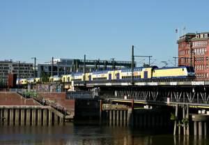 146 542 mit ME 82129 (Hamburg Hbf–Uelzen) am 02.06.2017 auf der Oberhafenbrücke in Hamburg
