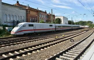 401 064-1 fährt am 2.9.2017 als ICE881 von Hamburg-Altona nach München Hauptbahnhof in den Hamburger Hauptbahnhof ein.