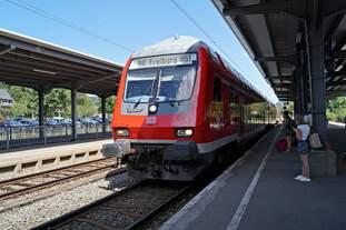 Doppelstockwagen am 15.08.2017 am Bahnhof in Titisee.