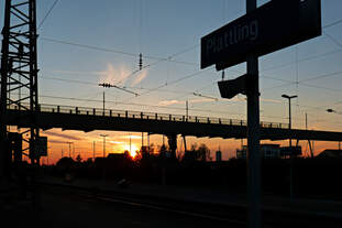 Sonnenuntergangsstimmung im Bahnhof Plattling am 09.05.2016