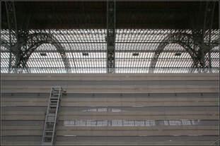 Oben grüßt die große Bahnsteighalle -    Reisende, die am Leipziger Hauptbahnhof mit der S-Bahn ankommen und über den Nordausgang die S-Bahnstation verlassen, erhalten schon in der