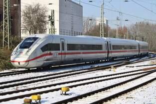 412 002 (0812 002-5) fährt am 3.3.2018 als ICE587 von Hamburg-Altona nach München Hauptbahnhof in den Hamburger Hauptbahnhof ein.