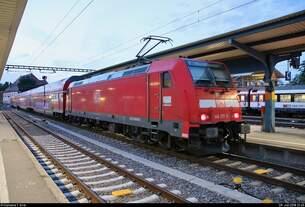146 217-5 von DB Regio Baden-Württemberg als RE 4740 nach Villingen(Schwarzw) steht in seinem Startbahnhof Konstanz auf Gleis 2a.