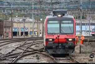 Während Gleisbauarbeiten erreicht RBDe 4/4 (ABt NPZ DO [...] CH-SBB) der S-Bahn Aargau (SBB) als S23 von Baden (CH) nach Langenthal (CH) den Bahnhof Olten (CH) auf Gleis 9.