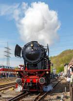 Ausfahrt der Personenzuglokomotive 23 071 (ex DB 023 071-4) der VSM - Veluwsche Stoomtrain Matschappij (NL Apeldoorn) am 30.04.2017 mit dem Dampfpendelzug aus dem Eisenbahnmuseum Bochum-Dahlhausen.