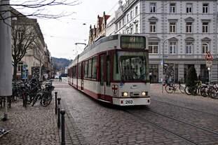 Der Duewag GT8Z Tw 263 am 12.03.2019 in der Kaiser-Joseph-Straße in der Freiburger Altstadt unterwegs auf der Linie 2 Richtung Hornusstraße.