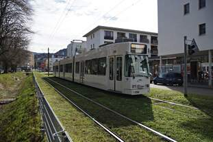 Der Duewag GT8Z Tw 256 am 12.03.2019 in der Vaubanallee in Freiburg-Vauban unterwegs auf der Linie 3 Richtung Vauban.