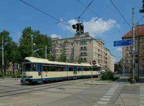 Triebwagen 110 der Wiener Lokalbahn befand sich am 26.5.2018 als Zug 1125 auf dem Weg vom Kärntner Ring in Wien nach Wiener Neudorf.
