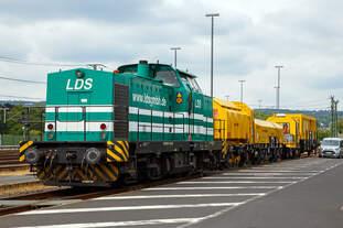 Die 293 511-2 (92 80 1293 511-2 D-LDS) des Eutiner Eisenbahnunternehmen LDS GmbH (LDS steht für Logistik, Dienstleistungen und Service) steht am 07.07.2019 mit dem Drehhobel D-HOB 4.0 (D-HOB