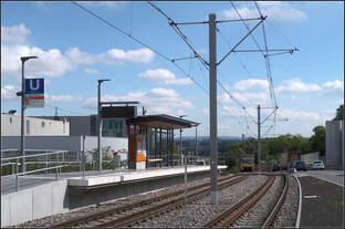 Am Ende einer Steigungsstrecke -    Der Bahnsteig für die Fahrtrichtung West der neuen Haltestelle Rosensteinpark in Stuttgart.