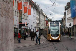 Eine Straßenbahn, vier Standorte, fünf Uhrzeiten, sechs Bilder -    15 Uhr 15: Ein weiteres Mal ein Bild vom Bertoldsbrunnen.