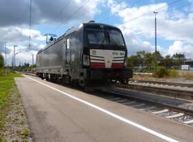 193 864 eilt solo am 06.09.2015 durch den Bahnhof Crailsheim.