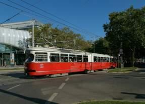 Am 11.9.2019 waren zwei E1-c4-Züge auf der Wiener Linie 26 unterwegs.