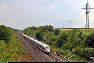 Nachschuss auf zwei 403 als ICE 519 (Linie 42) von Dortmund Hbf nach München Hbf, die die Überleitstelle (Üst) Markgröningen Glems auf der Schnellfahrstrecke