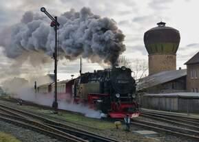 99 7243-1 am 27.12.2019 beim Losfahren aus dem Bahnhof Nordhausen Nord.
