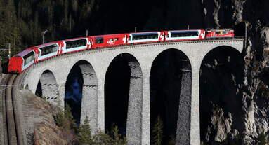 Ge 4/4 II 629 mit dem Glacier Express 902 (Zermatt - St.Moritz) auf dem Landwasserviadukt.