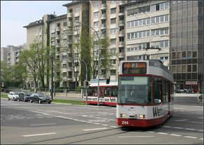 Mit der Straßenbahn nach Freiburg-Vauban -    An der Haltestelle 'Heinrich-von Stephan-Straße' zweigt die am 29.
