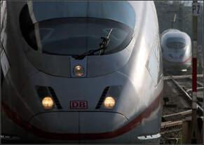 Einer kommt, der andere geht -    ICE 3-Begegnung im Vorfeld des Karlsruher Hauptbahnhofes.