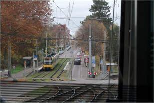 Abgesenkte Kaphaltestelle -    Eine im Stuttgarter Stadtbahnnetz sonst nirgends anzutreffende Bauart stellt die U4-Haltestelle Wangener-/Landhausstraße dar.