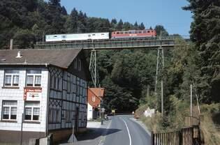 171 009 auf dem Krocksteinviadukt zwischen Rübeland und Hüttenrode, 10.9.1999.
