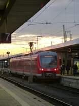Am frühen Morgen des 29.08.2014 stand 440 319-2 als RB aus Neustadt(Aisch) im Nürnberger Hbf.