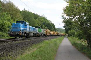 180 002-2 SGL + 180 001-4 VL mit Spitzke Bauzug bei Erzhausen am 21.05.2016