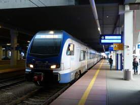 Der neue Intercity in Polen: Stadler Flirt 3 in Poznan.