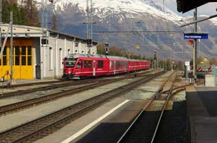Mein vorerst letztes Bild der Rhätischen Bahn: ABe 8/12 3504  Dario Cologna  erreicht mit dem R 1621 (St.Moritz - Tirano) den Umsteigebahnhof Pontresina.