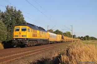 233 493-6 DB mit langem Bauzug bei Woltorf am 30.08.2016