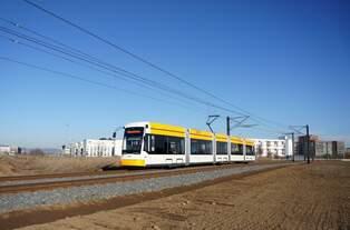 Straßenbahn Mainz / Mainzelbahn: Stadler Rail Variobahn der MVG Mainz - Wagen 227, aufgenommen im Januar 2017 in Mainz-Bretzenheim.