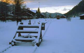 Winter im Bayerischen Oberland 2: Abendruhe im Bahnhof Bayrischzell.