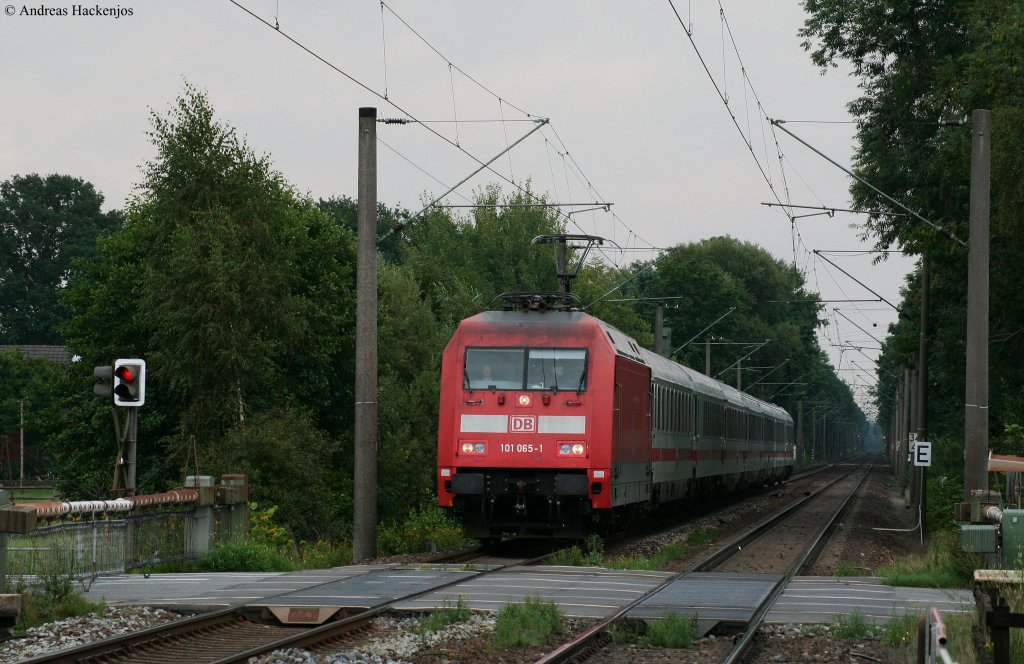 101 065-1 mit dem IC 2130 (Leipzig Hbf-Oldenburg(Oldb))in Heidkrug 17.8.10