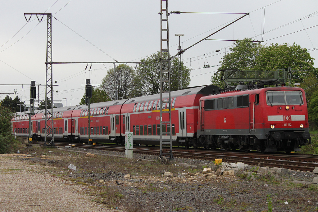 111 112 am 28.4.12 in Rheydt Hbf.