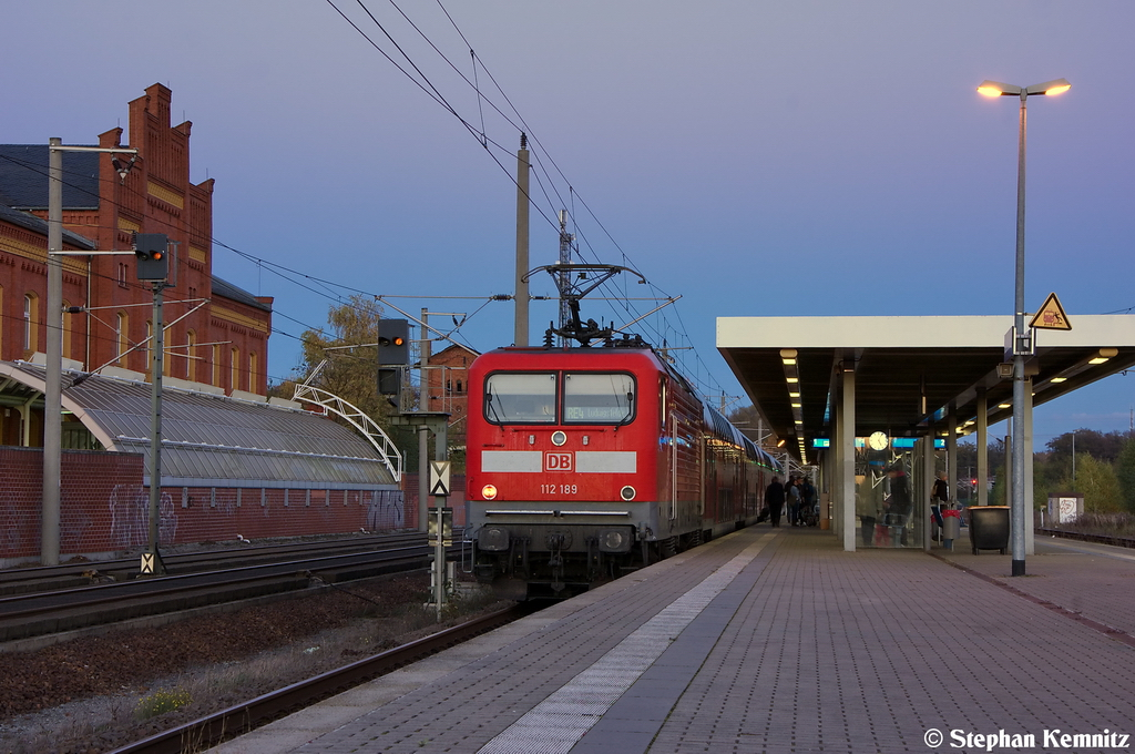112 189 mit dem RE4 (RE 37333) von Rathenow nach Ludwigsfelde in Rathenow. 28.10.2012