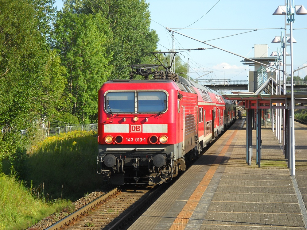143 013 am 13.08.2011 in Rostock Marienehe.