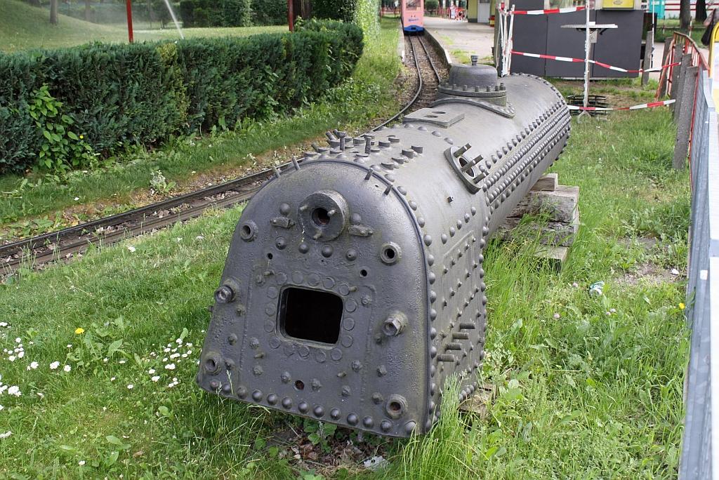 Ausgemusterter Dampfkessel der wiener Liliputbahn am 24.Mai 2011 bei ...