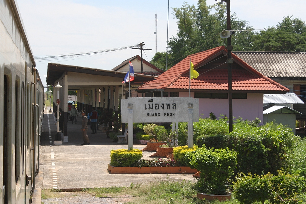Muang Phon Thailand  city photos : Stellwerk des Bf. Muang Phon, Blickrichtung Bua Yai Jn., am 16.Juni ...