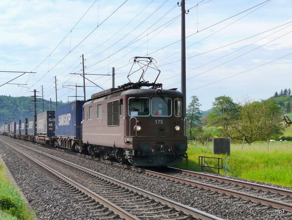 Bls re 4 4 175 mit g terzug unterwegs bei bettenhausen for 44 175