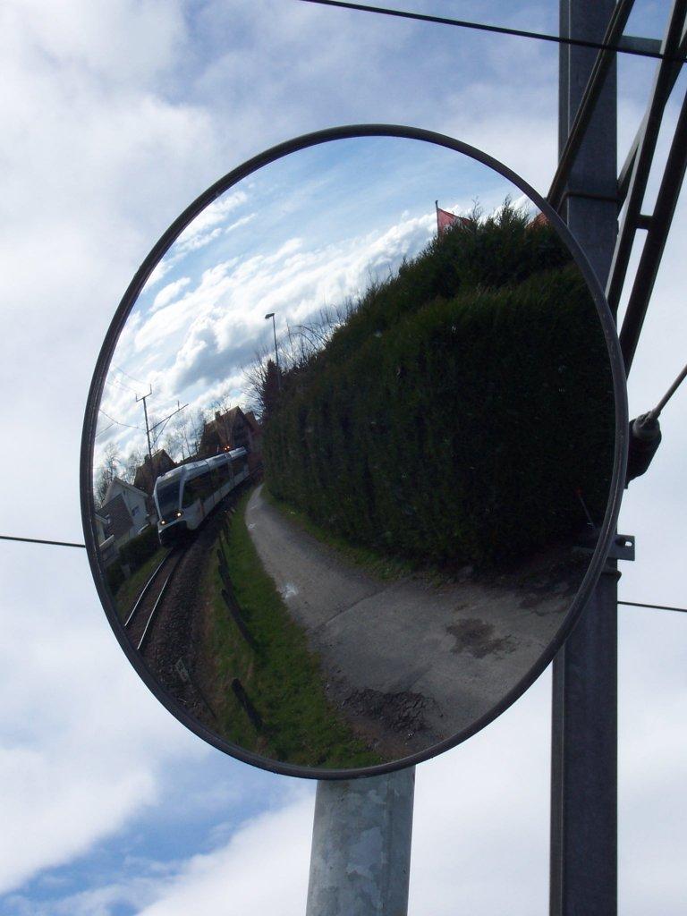 das etwas andere indirekte bahnbild spiegelbild von s8 23846 rorschach romanshorn. Black Bedroom Furniture Sets. Home Design Ideas