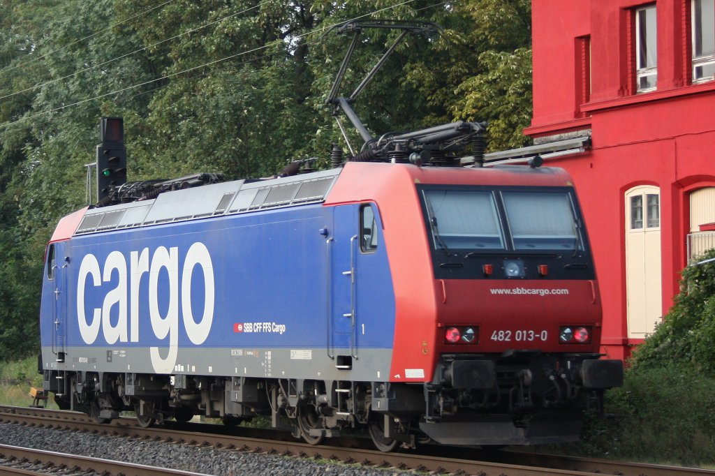 Die SBB Cargo 482 013 am 23.8.11 als Lz in Ratingen-Lintorf.