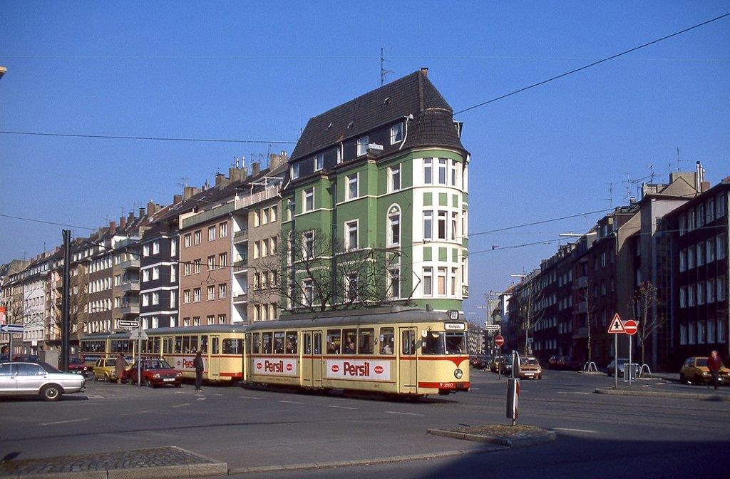 D Sseldorf Tw 2107 Mit Bw 1827 Auf Der Linie 702 Von