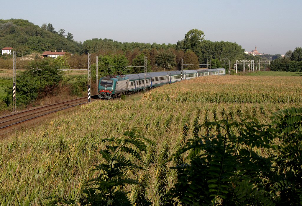 E zieht ihren rv 2161 von torino porta nuova nach - Orari treni torino porta nuova genova brignole ...