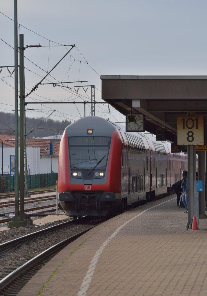 einfahrt einer regionalbahn nach w rzburg in osterburken an gleis 4 am. Black Bedroom Furniture Sets. Home Design Ideas