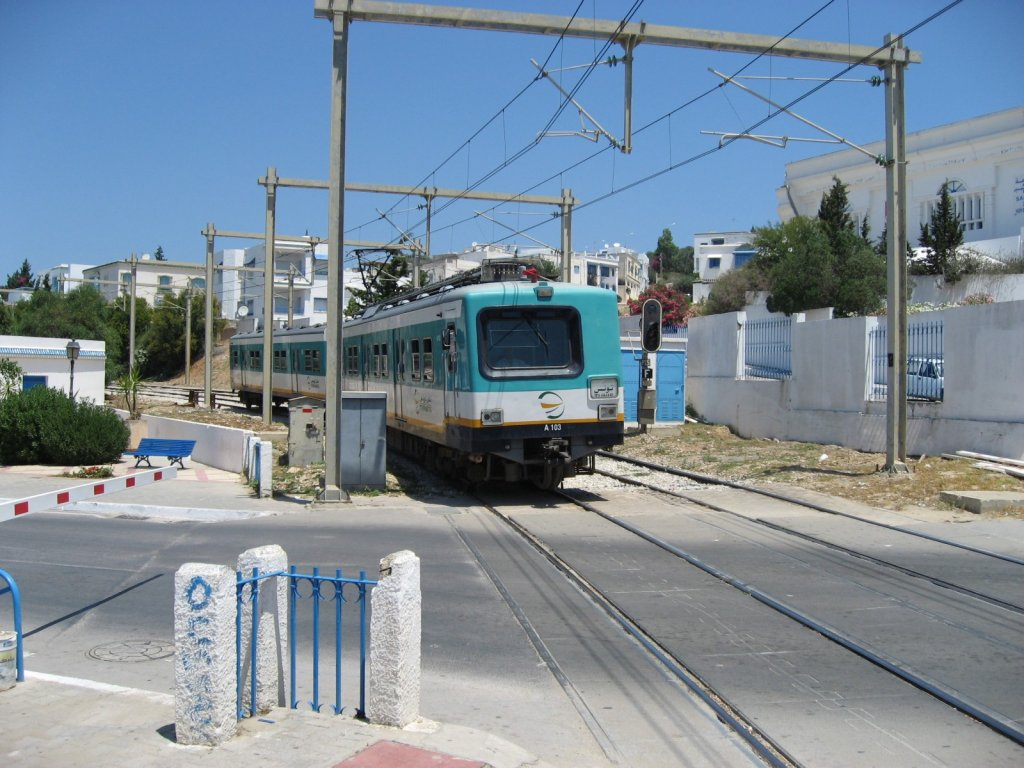 EMU is arriving to Station Sidi Bou Said in TGM (Tunis-Goulette-Marsa)line. 10.07.2010