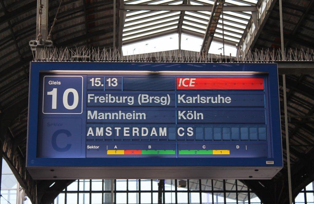 hier der zugzielanzeiger f r ice 104 504 nach amsterdam k ln in basel sbb am 3. Black Bedroom Furniture Sets. Home Design Ideas