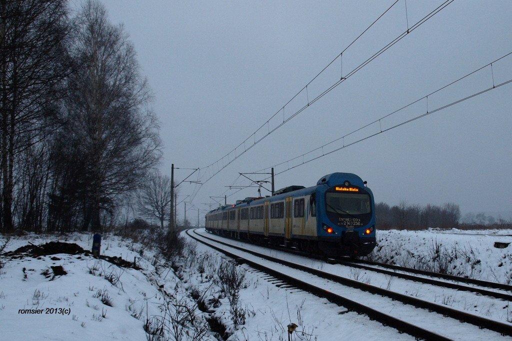 Modernisiert EN71AKS-100 der Schlesischer Bahnen in Tichau am 09.01 ...