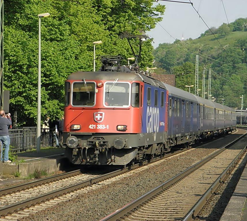 """Linz Basel: SBB Cargo Re421 383-1 Mit Einem """"Bahnwagen"""" Sonderzug In"""